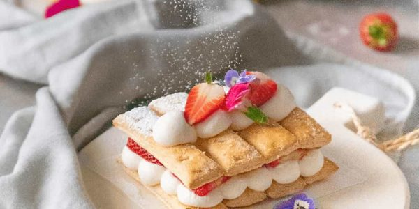 Millefeuille-cake-with-puff-pastries-and-strawberries-min